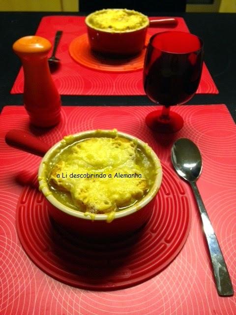 Sopa de Cebola Gratinada Parisiense