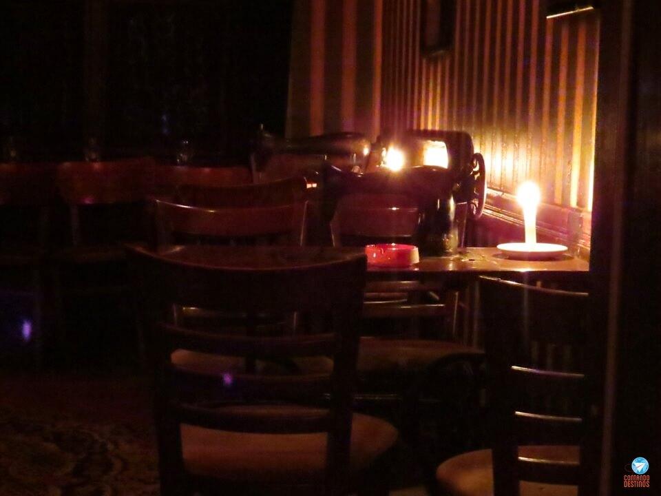 Bar Singer