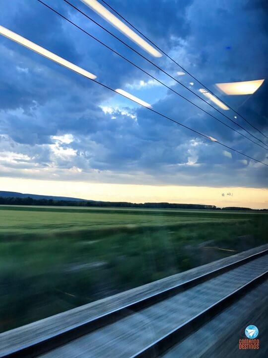 Budapeste a Viena de trem