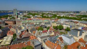 Vista da Igreja de São Pedro em Riga