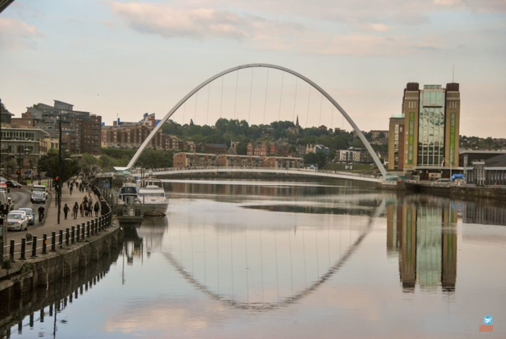 Gateshead Millennium Bridge em Newcastle, Inglaterra