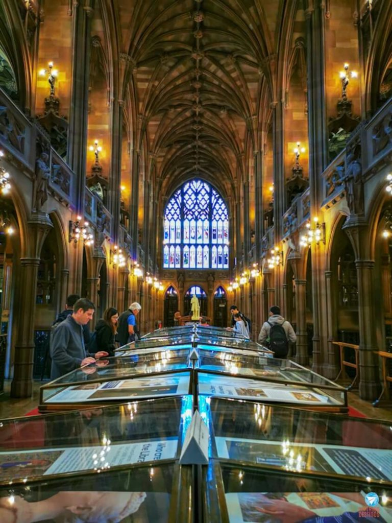 Interior da The John Rylands Library em Manchester, na Inglaterra