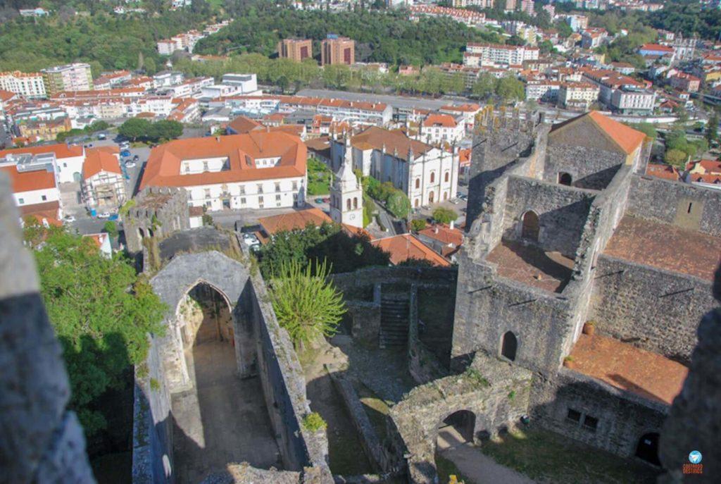 Vista do castelo de Leiria em Portugal