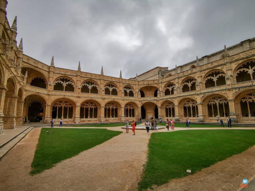 interior do Mosteiro dos Jerónimos em Lisboa