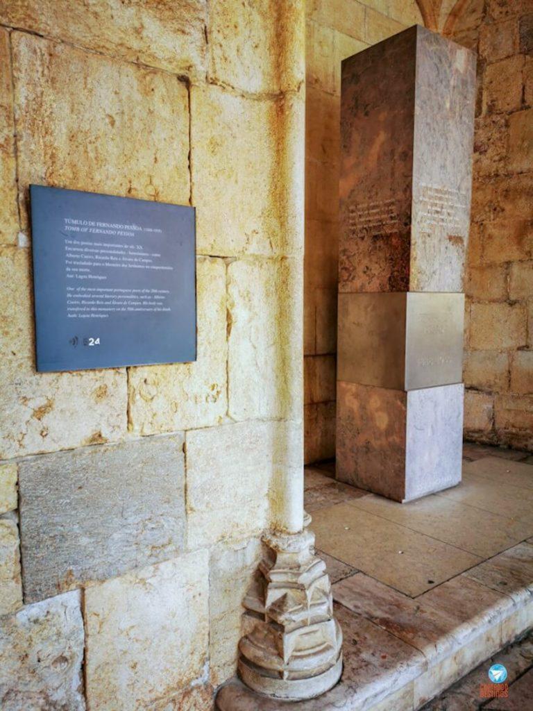 Túmulo de Fernando Pessoa no Mosteiro dos Jerónimos, em Lisboa