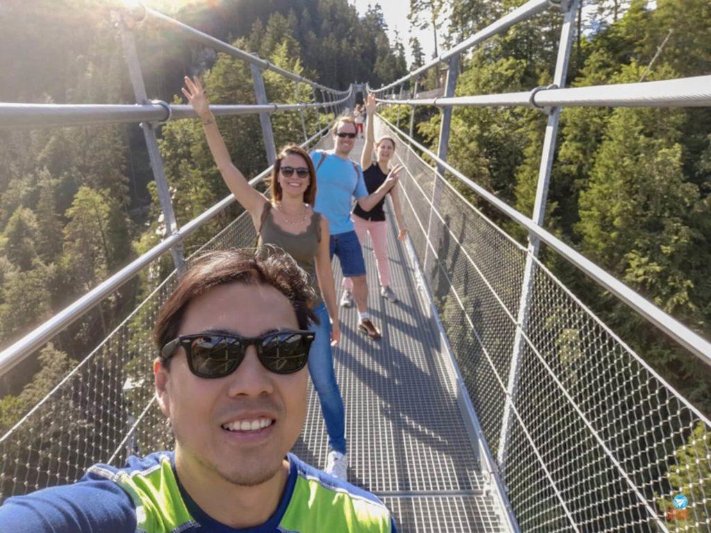 turma toda da viagem na ponte