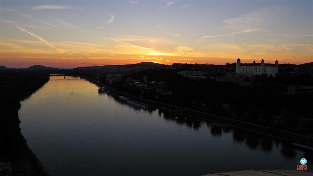 Pôr do sol em Bratislava na Eslováquia